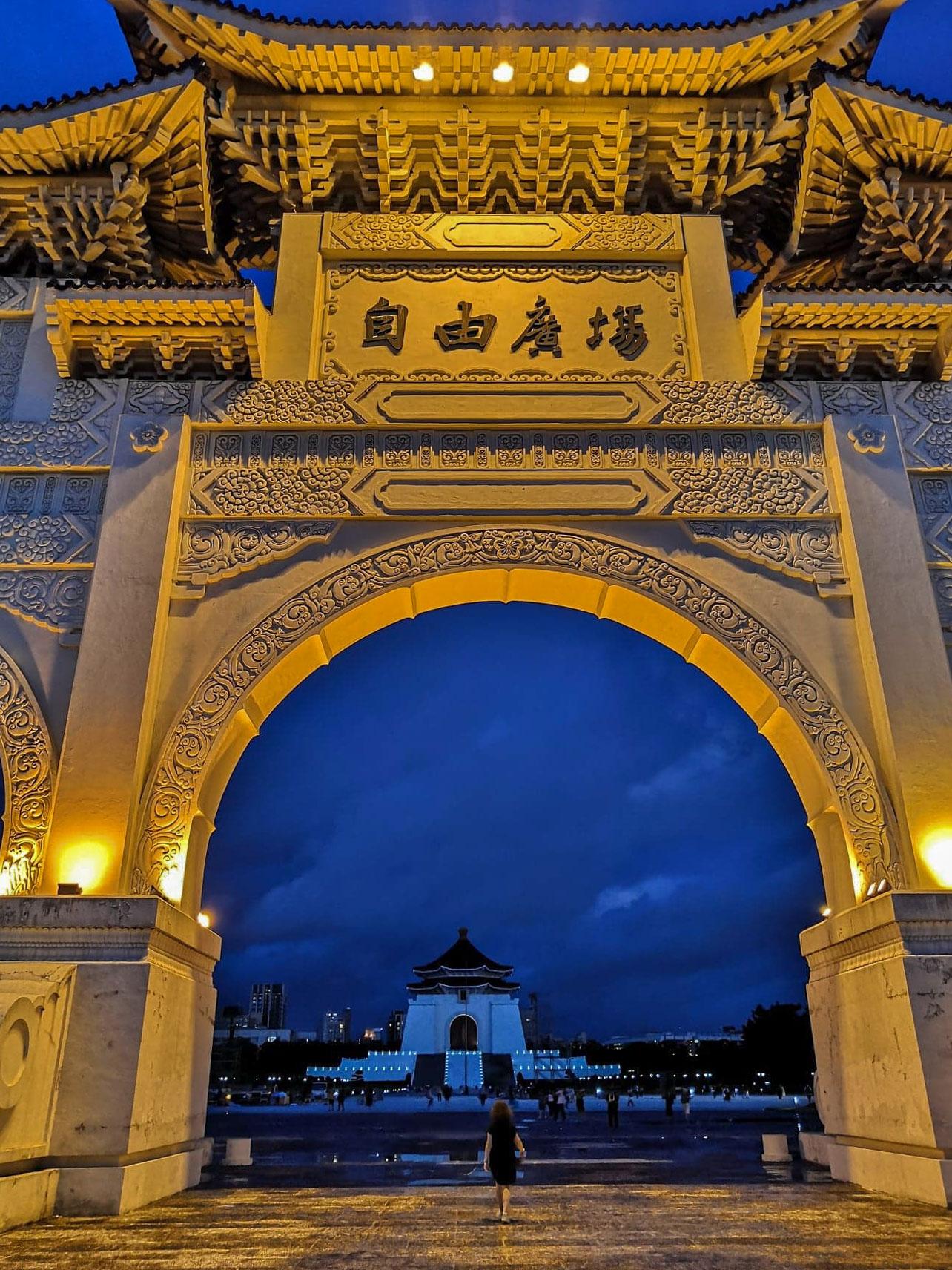 Tchang Kai Chek Memorial - Taipei - porte nuit