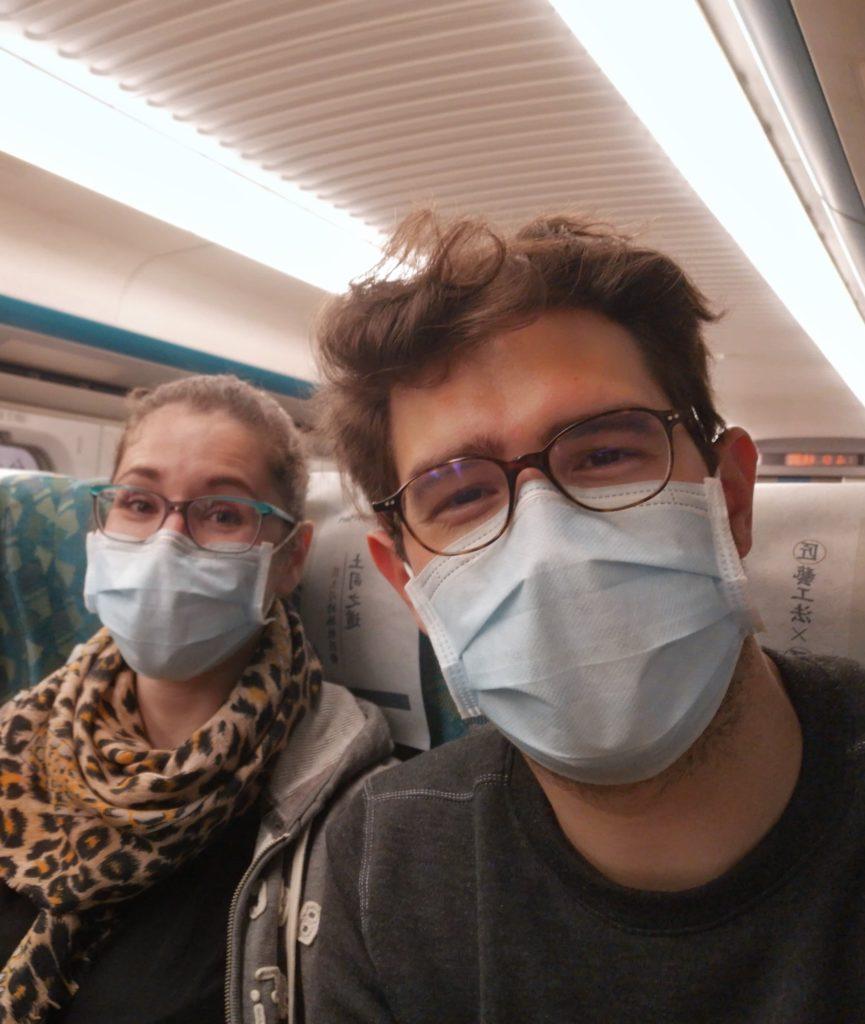 Prévention taipei gare train station visage couvert