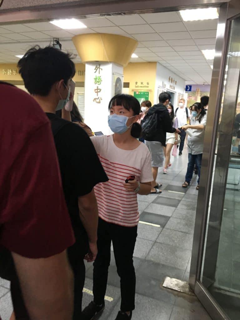 Covid-19 NCKU Cheng Kung University Tainan Taiwan Sud pandémie thermomètre masque